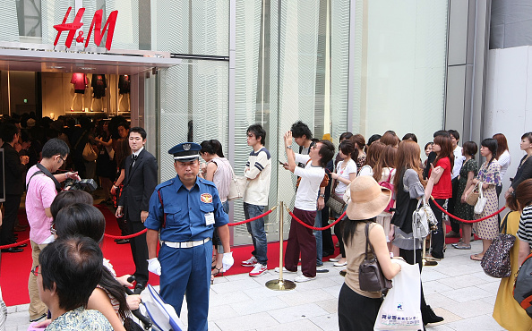 In A Row「H&M Ginza Opens」:写真・画像(4)[壁紙.com]