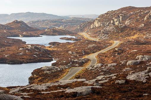 Outer Hebrides「Road Winding through the Landscape near Tarbert」:スマホ壁紙(9)