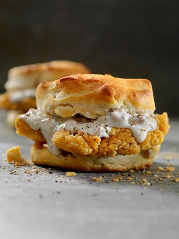 Biscuit「Fried Chicken Sandwich with Sausage Gravy on a Biscuit」:スマホ壁紙(6)