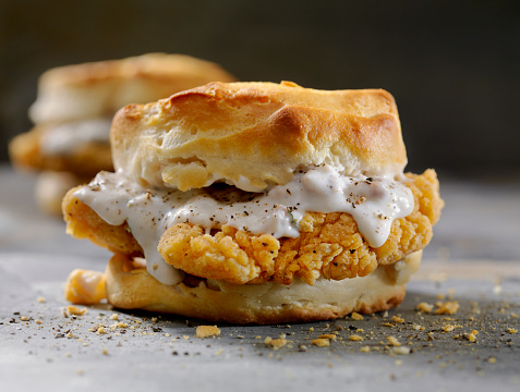 Biscuit「Fried Chicken Sandwich with Sausage Gravy on a Biscuit」:スマホ壁紙(13)