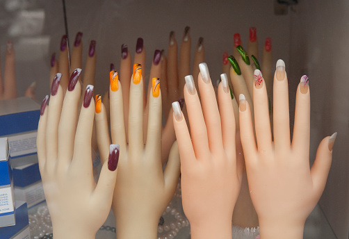 Girly「mannequin hands on display in a fingernail decorating shop」:スマホ壁紙(16)