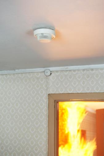 Inferno「Home smoke detector, fire in background」:スマホ壁紙(18)