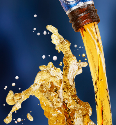 Pouring「Beer bottle pour」:スマホ壁紙(15)