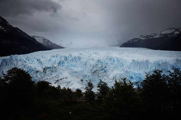 モレノ氷河「Global Warming Impacts Patagonia's Massive Glaciers」:写真・画像(0)[壁紙.com]