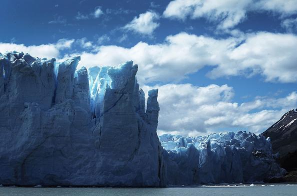 モレノ氷河「Global Warming Impacts Patagonia's Massive Glaciers」:写真・画像(2)[壁紙.com]