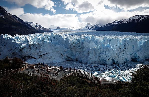 モレノ氷河「Global Warming Impacts Patagonia's Massive Glaciers」:写真・画像(11)[壁紙.com]