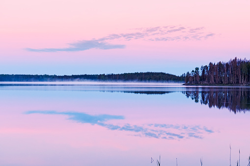 Island「Beautiful pink sunrise over the lake  in Gastrikland,Sweden」:スマホ壁紙(17)