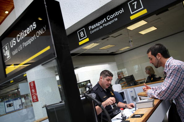 USA「Passport Rules Relaxed In Advance Of Summer Travel Season」:写真・画像(15)[壁紙.com]