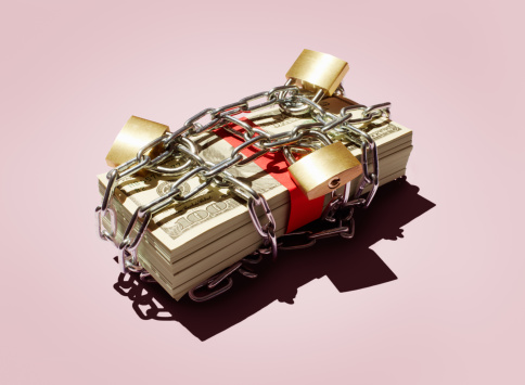 Banking「Stack of $100 notes in chains and padlocks.」:スマホ壁紙(13)