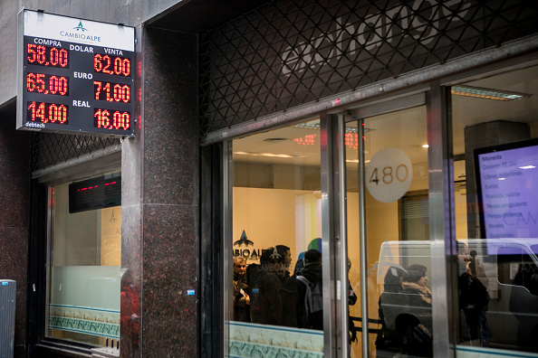 Economy「Argentina Imposes Controls On Foreign Exchange Market」:写真・画像(10)[壁紙.com]