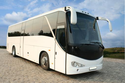 Bus「A luxurious white coach with tinted windows」:スマホ壁紙(10)