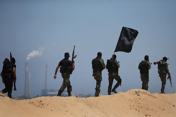 トピックス「Palestinian Resistance Fighters Present A Show Of Force」:写真・画像(12)[壁紙.com]
