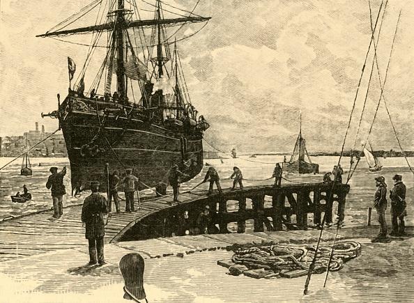 19th Century「Arrival Of A Steamer At Southampton Docks」:写真・画像(16)[壁紙.com]