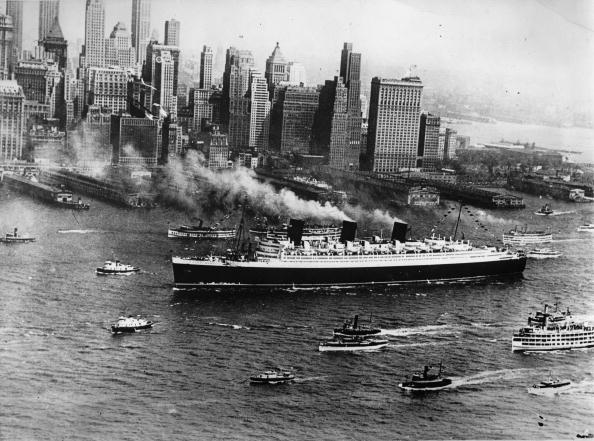 Ship「Arrival of the Queen Mary after the maiden trip in New York, America, Photograph, August 8th 1938」:写真・画像(12)[壁紙.com]