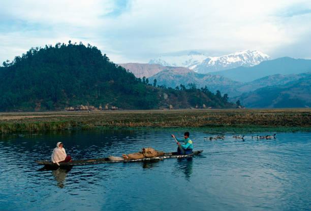 Boat at Annapurna Range, Nepal:ニュース(壁紙.com)