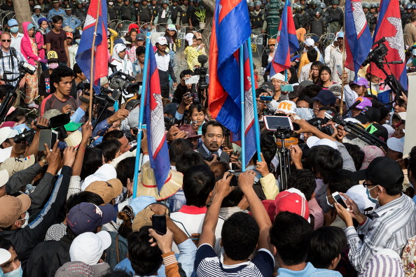 Corporate Business「Cambodia's Garment Workers Protest As Union Leaders Meet With Labor Ministry」:写真・画像(0)[壁紙.com]
