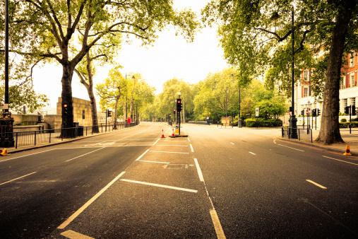 City Life「Empty street in London」:スマホ壁紙(2)