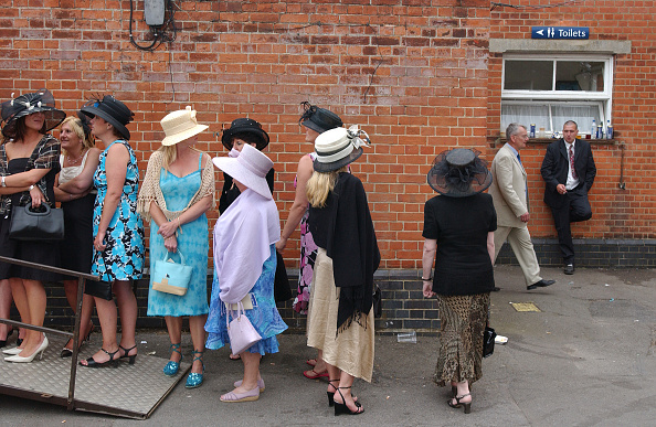 Waiting In Line「Queuing for Toilet at Ascot」:写真・画像(15)[壁紙.com]