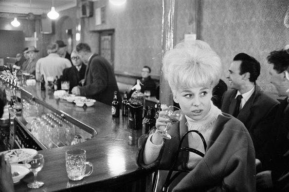 Actress「Barbara At The Bar」:写真・画像(11)[壁紙.com]