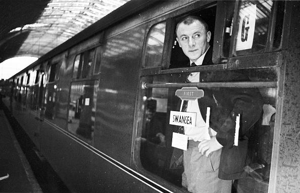 Railroad Station「Doc Catches A Train」:写真・画像(15)[壁紙.com]