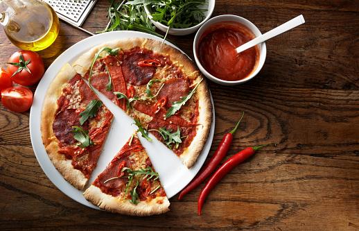 Arugula「Italian Food: Pizza Diabolo Still Life」:スマホ壁紙(12)
