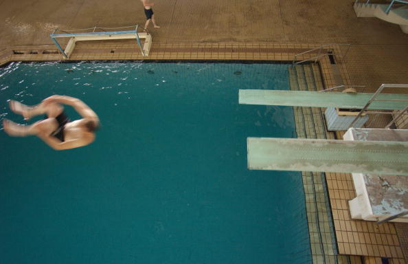 Lap Pool「Iraqis And U.S. Soldiers Share Pool In Baghdad」:写真・画像(7)[壁紙.com]