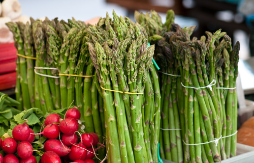 Market Stall「Red radish and asparagus in a street vegetable market, Ljubljana」:スマホ壁紙(4)