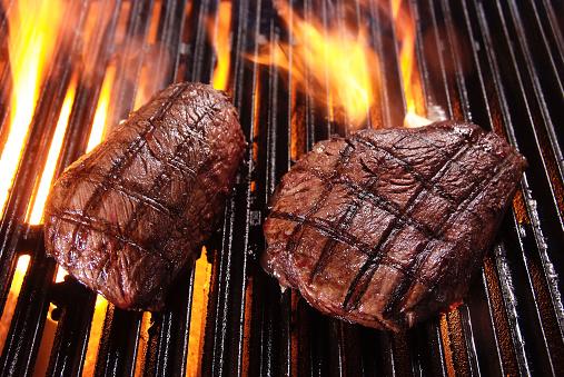 Sirloin Steak「Beefsteaks on barbecue grill」:スマホ壁紙(15)