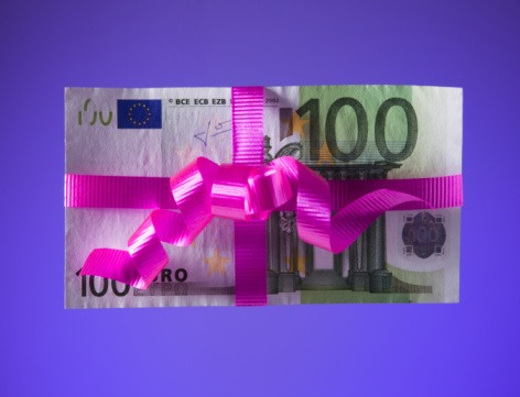 Well-dressed「100 euro bill tied with a pink bow」:スマホ壁紙(14)