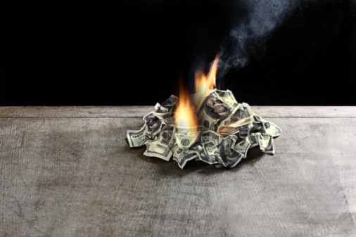 American One Hundred Dollar Bill「pile of 100 dollar notes on table on fire」:スマホ壁紙(13)