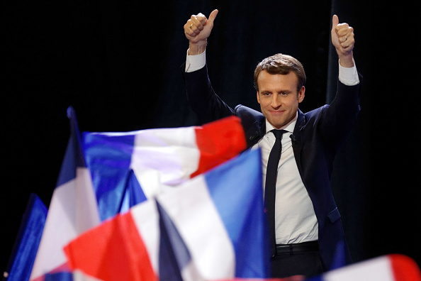 France「Presidential Candidate Emmanuel Macron Hosts A Meeting At Parc Des Expositions In Paris」:写真・画像(11)[壁紙.com]