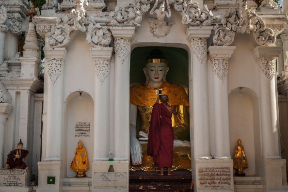 Cultures「Shwedagon Pagoda Festival 2014」:写真・画像(12)[壁紙.com]