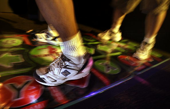 Dancing「2004 Electronic Entertainment Expo Kicks Off In Los Angeles」:写真・画像(12)[壁紙.com]