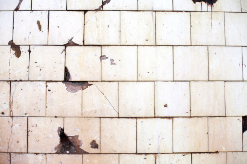 Unhygienic「An old, chipped, off-white tile wall」:スマホ壁紙(17)