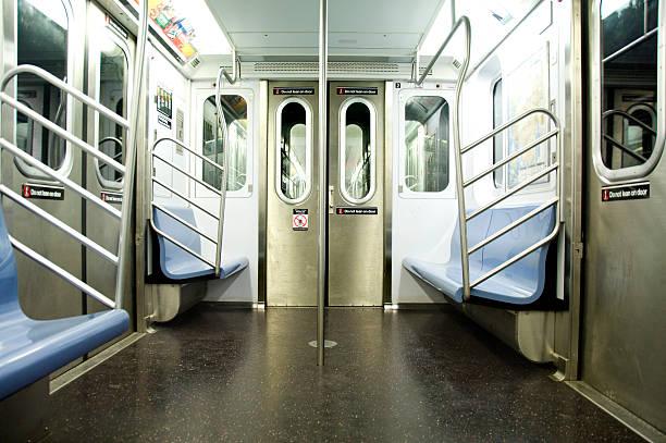 Subway carriage, New York, USA:スマホ壁紙(壁紙.com)