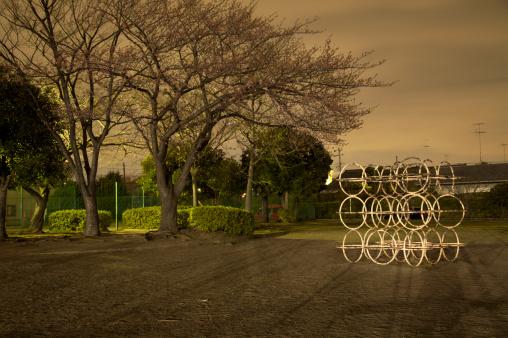 夜桜「夜のプレイグラウンド」:スマホ壁紙(0)