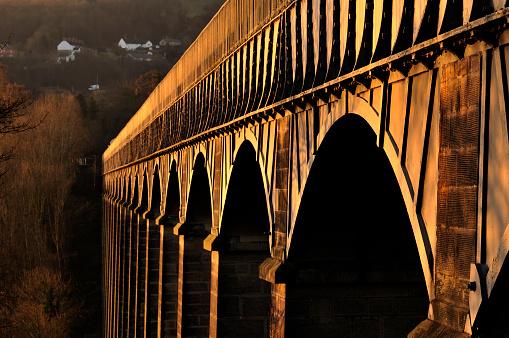 Cast Iron「Pontcysyllte Aqueduct at Dawn」:スマホ壁紙(1)