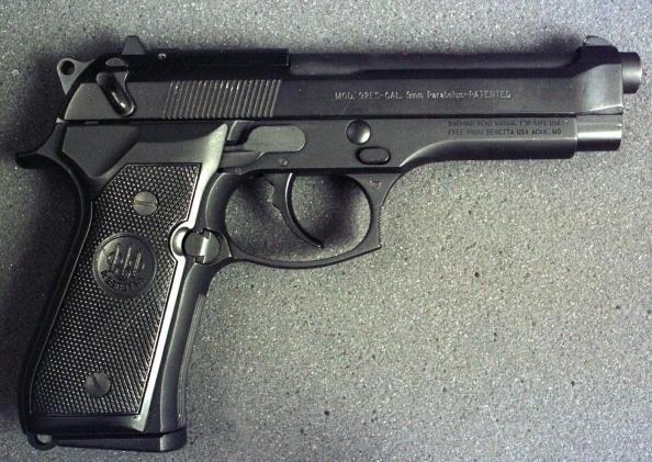 銃「9mm Beretta Handgun」:写真・画像(6)[壁紙.com]
