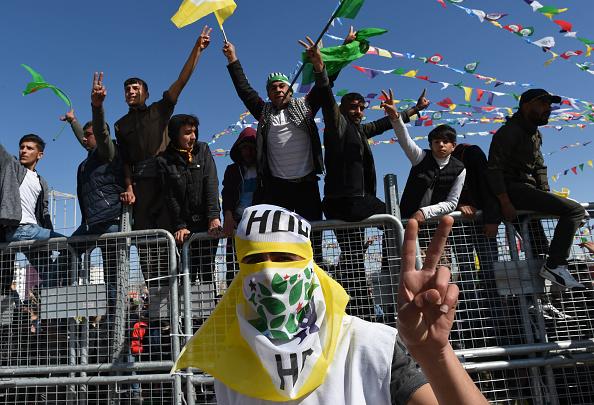 歌う「Kurdish Communities In Turkey Celebrate Nowruz」:写真・画像(8)[壁紙.com]