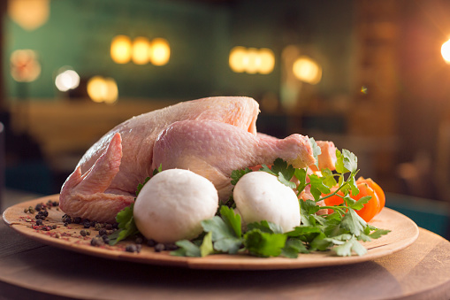 Chicken Wing「Raw chicken with vegetables on wooden plate」:スマホ壁紙(12)