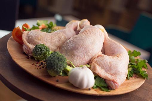Chicken Leg「Raw chicken legs decorated with vegetables」:スマホ壁紙(18)