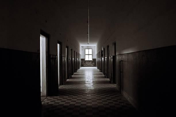 Old Abandoned Prision Corridor:スマホ壁紙(壁紙.com)