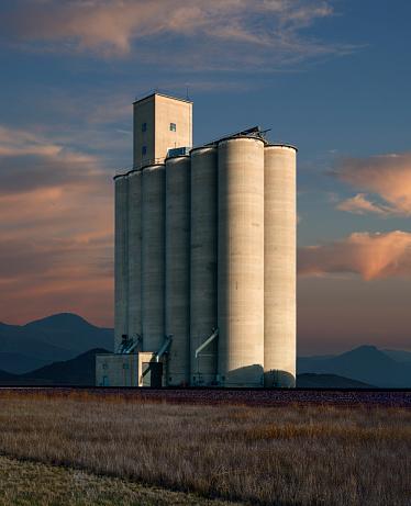 Southern USA「Grain Elevator in a Small Texas Town」:スマホ壁紙(4)