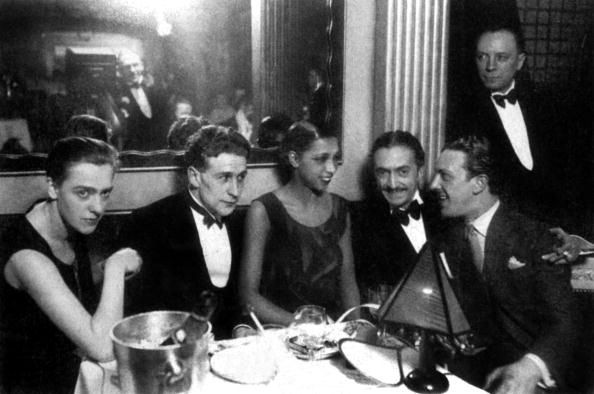 Arts Culture and Entertainment「Josephine Baker with writer Georges Simenon and his wife Tigy (l) and her fiancee and agent Guiseppe Abatino called Pepito (r) around 1928 on her restaurant Chez Josephine in Paris」:写真・画像(17)[壁紙.com]