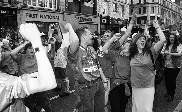 International Team Soccer「Irish Football Fans Celebrating on O'Connell Street 1994」:写真・画像(14)[壁紙.com]
