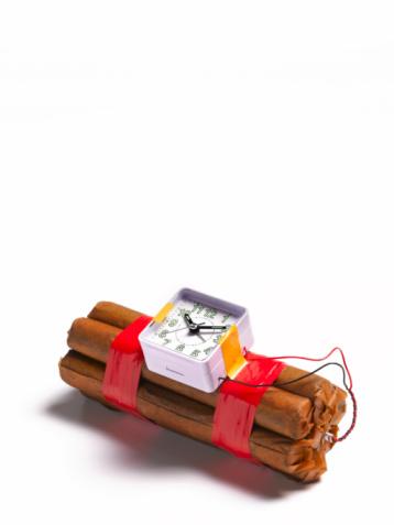 Explosive「Time bomb on white background」:スマホ壁紙(13)