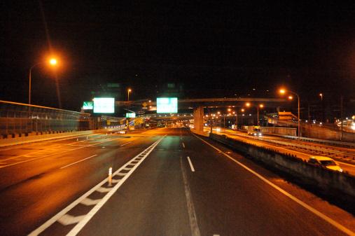 京都の夜「Highway at night , Kyoto Prefecture, Japan」:スマホ壁紙(4)