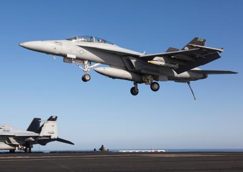 アラビア海「An F/A-18F Super Hornet during flight operations on USS Dwight D. Eisenhower.」:スマホ壁紙(6)