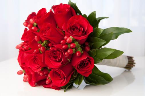 薔薇「赤いバラのブライダルブーケ」:スマホ壁紙(9)