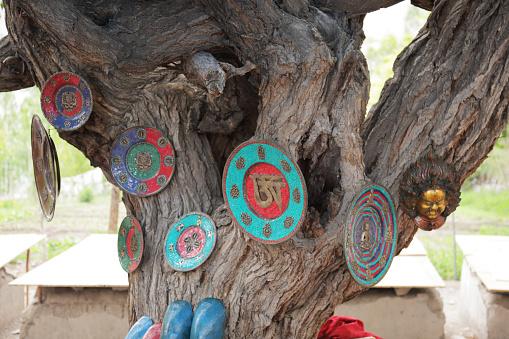 Gift Shop「Souvenirs for sale at Alchi Monastery near Leh, Ladakh.」:スマホ壁紙(11)